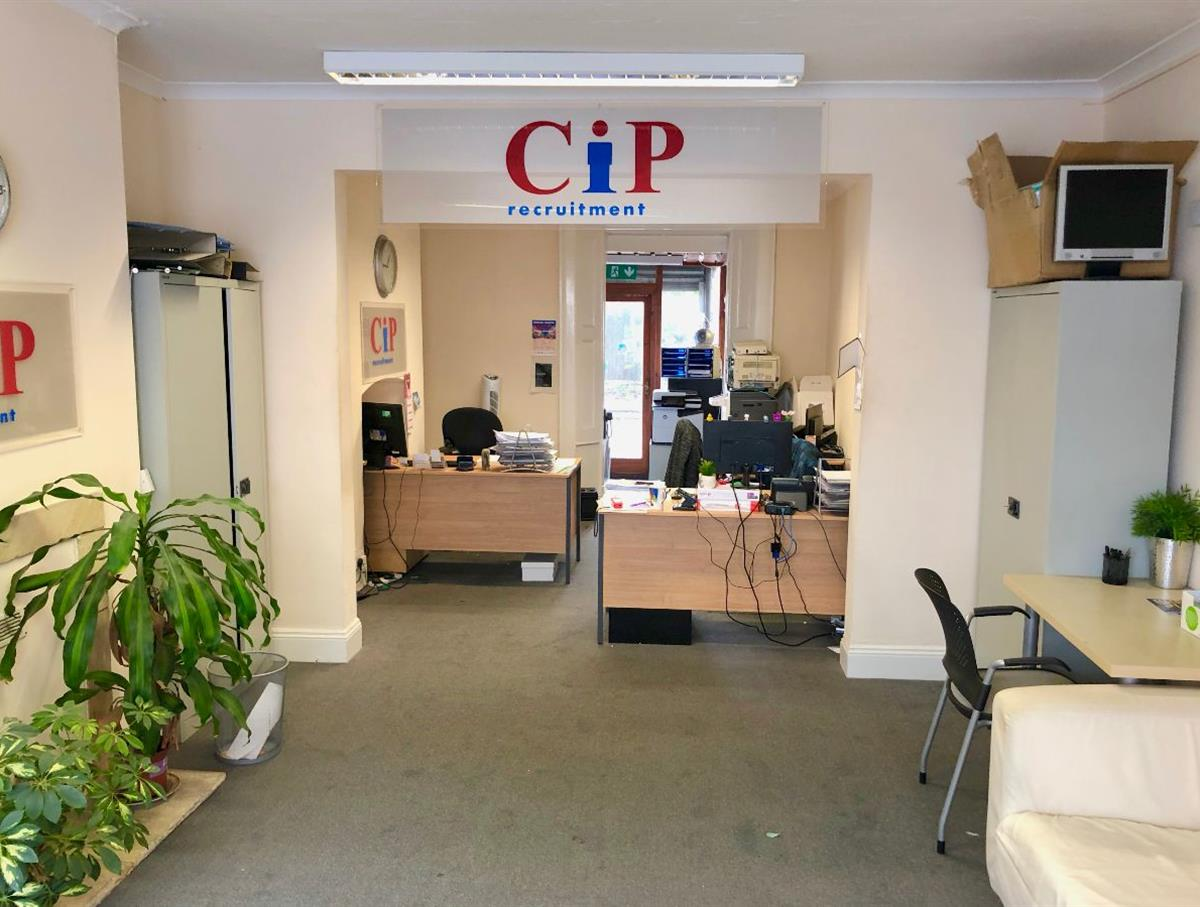 Large ground floor commercial office space